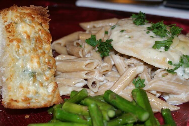 Creamy Fontina and Gorgonzola Chicken Penne