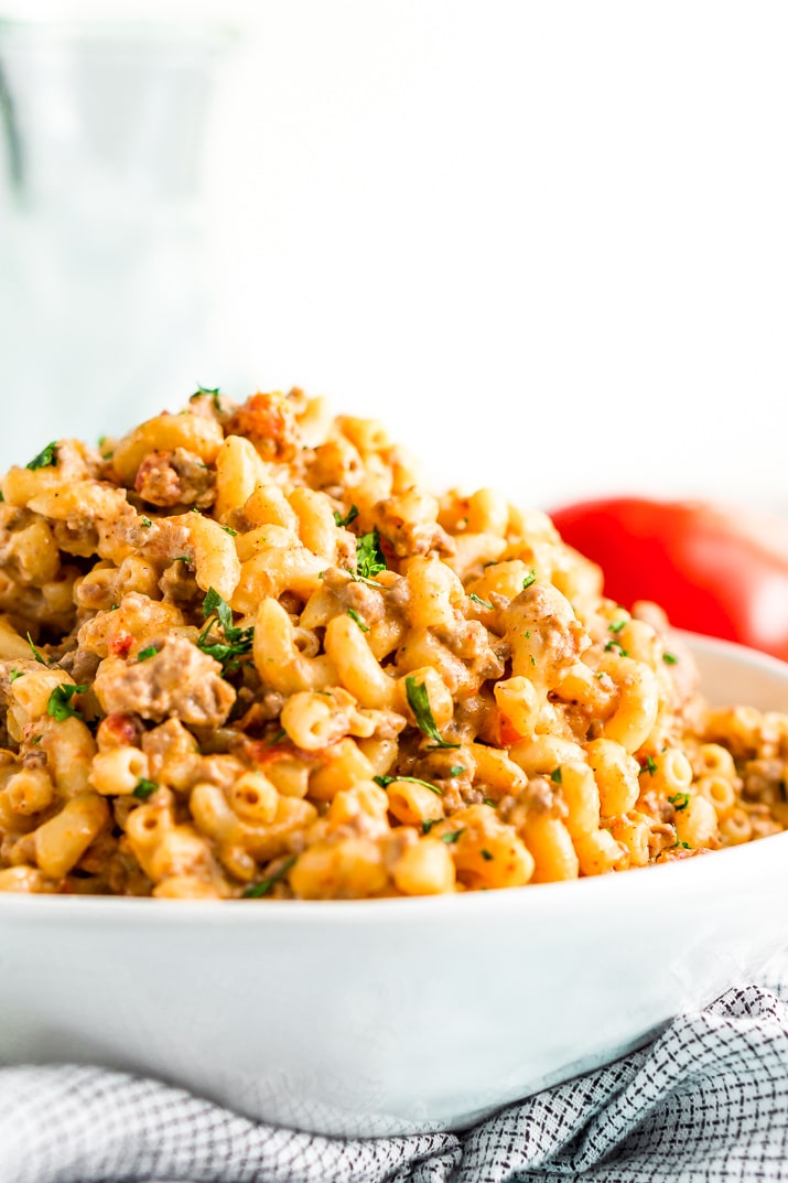 This One-Pot Chili Mac n Cheese is the perfect cheesy recipe for lazy Sundays or a weeknight dinner. It requires minimal prep and is ready in just 30 minutes and combines two of the BEST comfort foods around!
