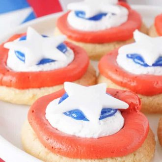 These Captain America Cookies can be made two different ways, but their super easy either way! Whip them up just in time for your Avengers marathon!