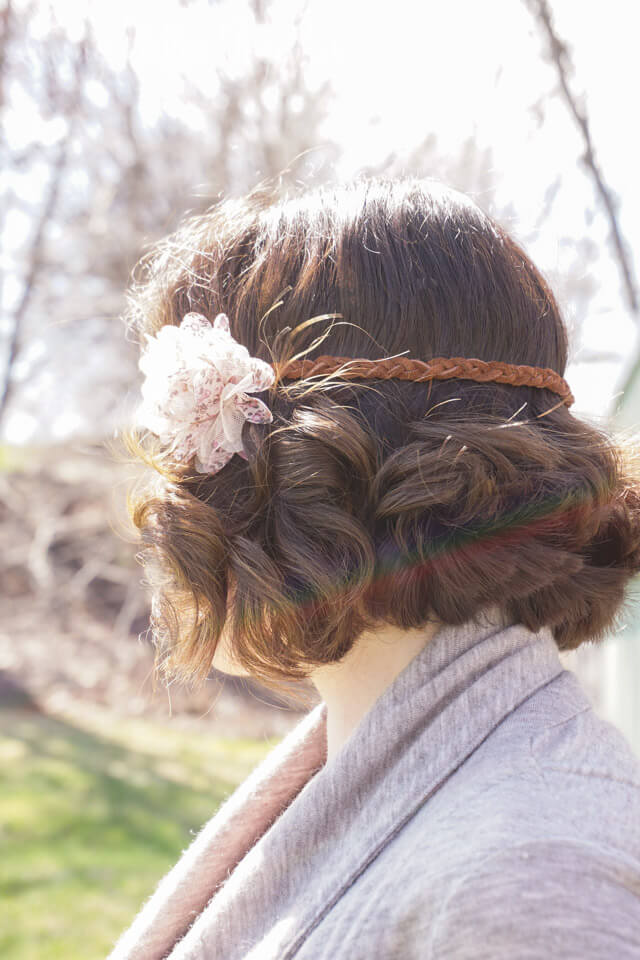 This DIY Leather & Floral Boho Headband is so simple to make. It takes just 2 materials and 10 minutes to a cute fashion accessory that's way cheaper than the designer brands.