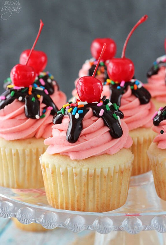 Strawberry_Sundae_Cupcakes6