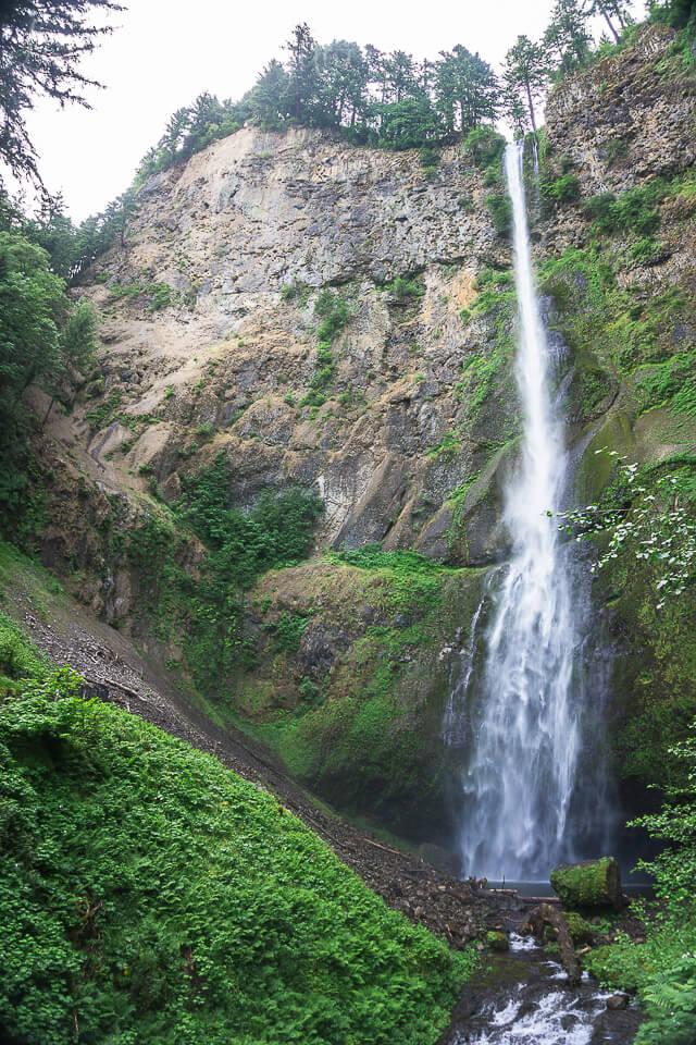 Multnomah Falls in Oregon - The second highest falls in the U.S.