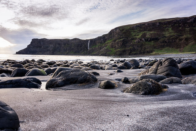 Talisker Bay, Isle of Skye, Scotland - Planning a trip to Scotland? Check out some of the great hikes to do on the Isle of Skye where to stay!
