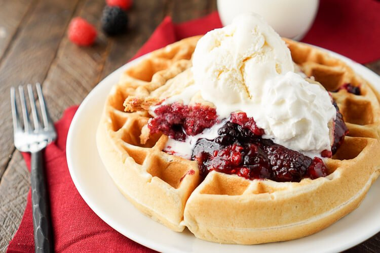These Pie à la Mode Belgian Waffles are the ultimate post-holiday ...