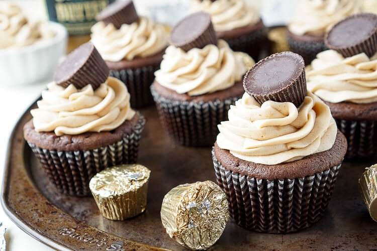Cookie Butter Chocolate Cupcakes - Sugar & Soul