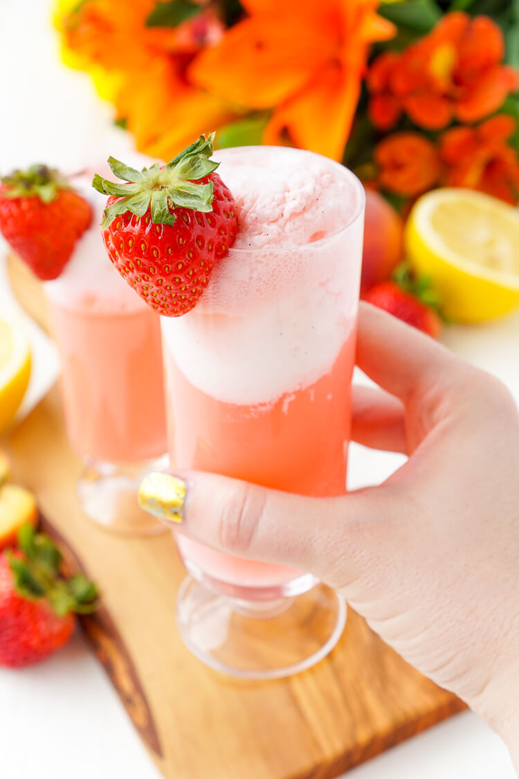 ice-strawberry-lemonade-floats-1