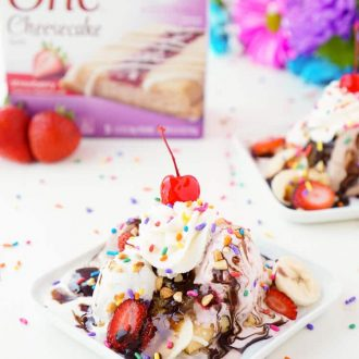 These Easy Banana Split Cheesecakes are no bake and ready to devour in just a few minutes! This is a fun treat to make with the kiddos this summer or for a late night snack!