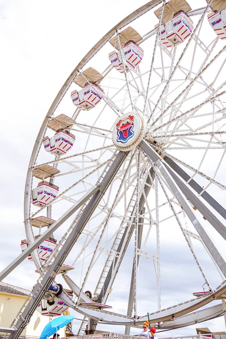 Planning a summer trip to Maine, make sure you add Old Orchard Beach to your itinerary! The Pier, beach, food, and amusement park are a summer MUST!