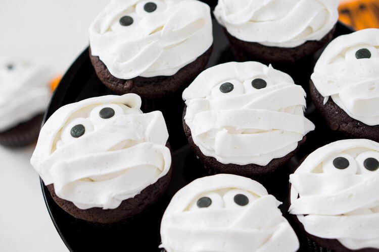 How To Make A Mummy Cake For Halloween