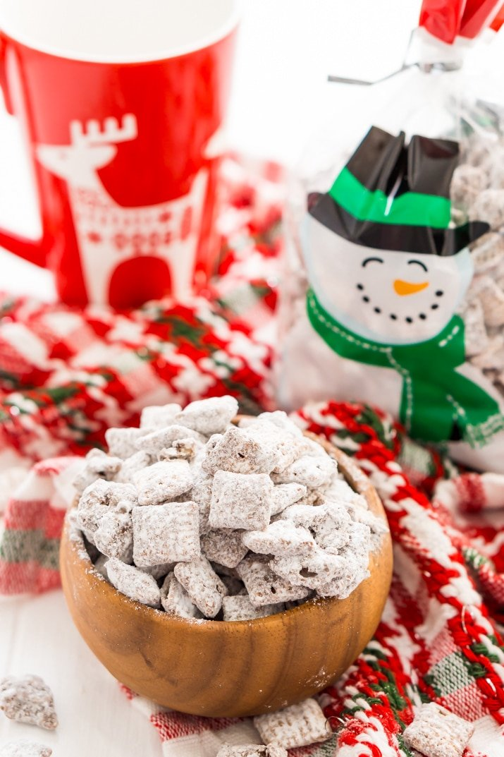 Muddy Buddies / Puppy Chow Recipe make a great homemade holiday treat
