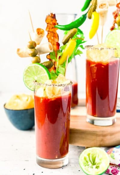 This is the Best Bloody Mary recipe made with vodka, tomato juice, spices, hot sauce, Worcestershire sauce and other delicious ingredients! Perfect for weekend mornings and brunch with friends!
