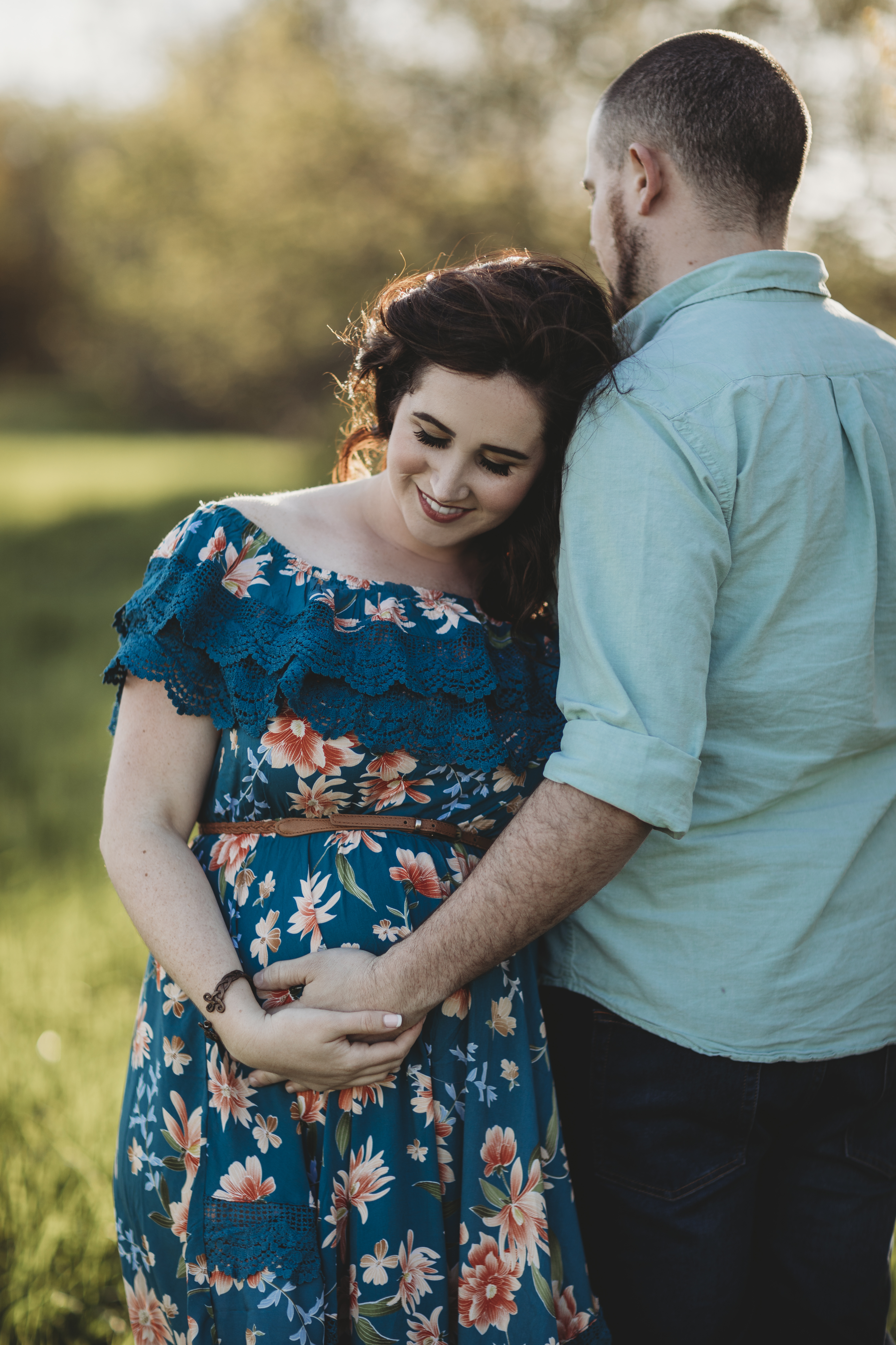 Maternity Photo Inspiration and Balloon Gender Reveal