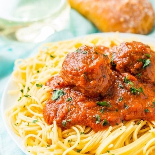 Mix up these Easy Crockpot Meatballs in the morning and stick 'em in the slow cooker while you continue your day. The result is tender, mouthwatering Italian Meatballs drenched in your favorite pasta sauce.