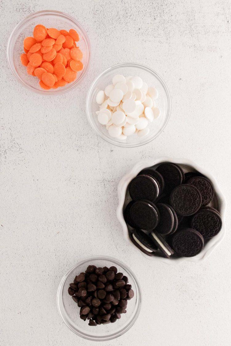 Ingredients to Make Halloween decorated Oreos.