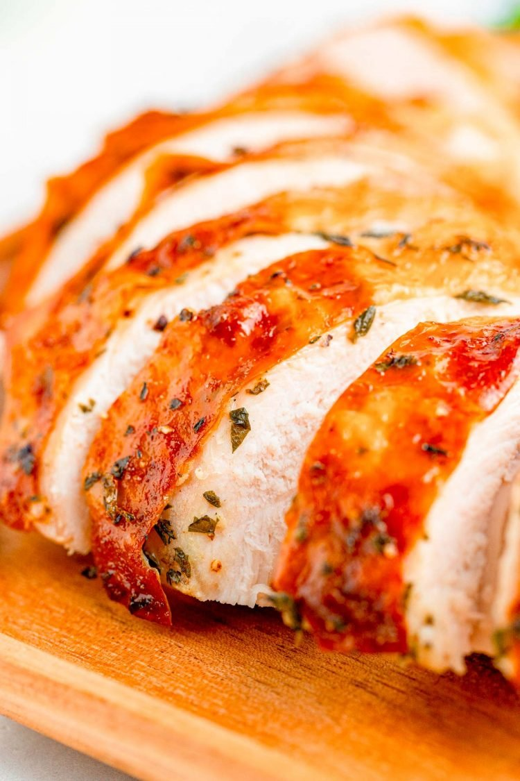 Close up photo of sliced turkey breast.