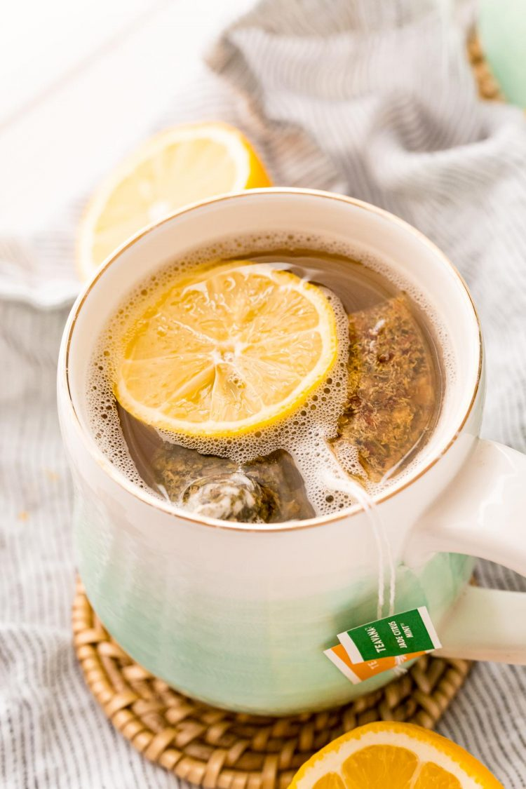 Close up photo of a mug with tea and lemonade in it.