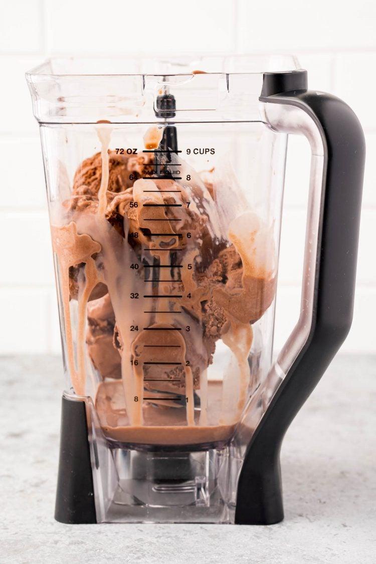 Ingredients for chocolate milkshakes in a blender.